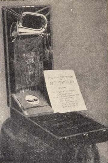 A 85-ösök ezüst díszkürtje díszdobozban és oklevéllel