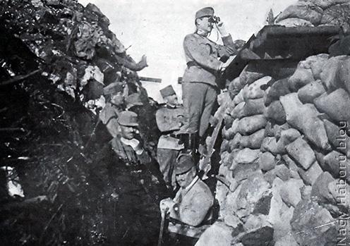 Lukachich Géza tábornok a Monte San Michelén kiépített állásban