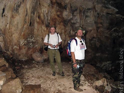 Pintér Tamás és Stencinger Norbert a barlang egyik teraszán