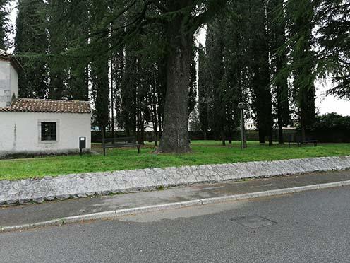 Il vecchio cimitero sul retro della chiesetta di S. Trinità oggi