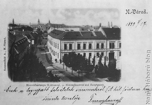 A Fő utca sarkán álló honvéd laktanya korabeli képeslapon