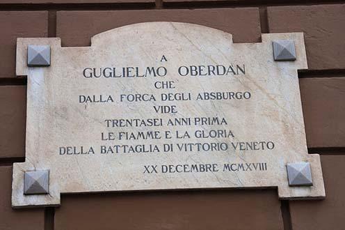 Oberdan 1918-ban felavatott emléktáblája Bari-Piccinni városában