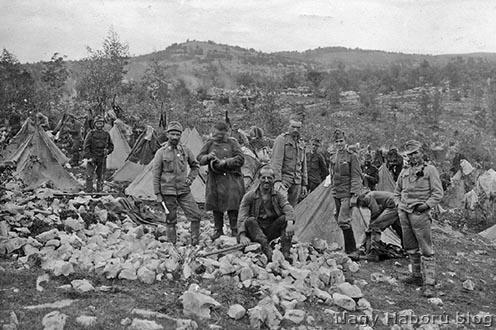 Sátorozás az épülő Segeti tábor területén