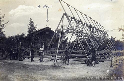 """A hajóhinták mögött """"A Mozi"""" – ahogy a táborban élt Kókay László megörökítette a hagyatékában fennmaradt egyik fényképen"""