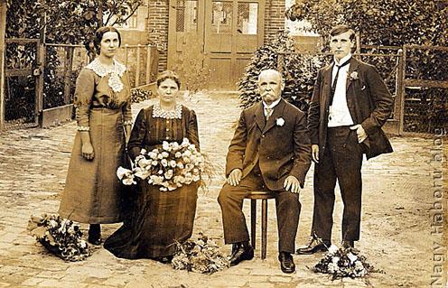 """Kudlik Károly szüleivel és húgával a háború előtti """"boldog békeidőkben"""""""