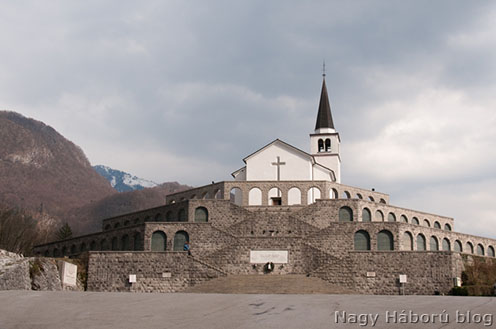 A két háború között kialakított olasz emlékmű Kobaridban