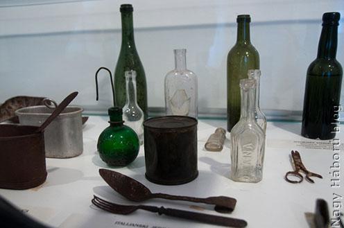 Részlet a Kobarid Múzeum kiállítási tárgyaiból