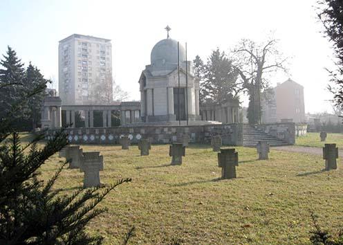 A katonai parcella és az emlékkápolna Belgrád temetőjében 2006-ban