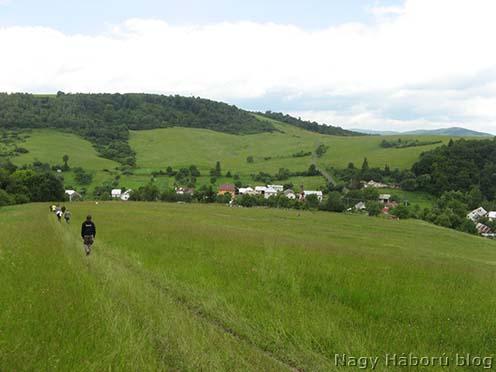 Velkő napjainkban délről, a temetőhöz vezető gyalogútról
