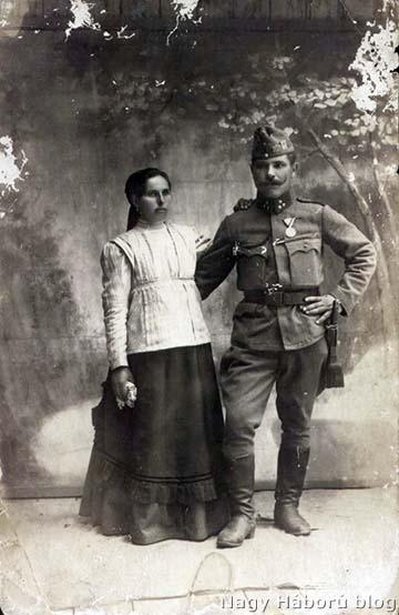 Vastag Pál szakaszvezető és neje, Aleksza Terézia. Műtermi fotó, feltehetően 1918 tavaszán készült