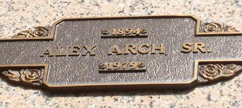 Alex Arch sírja a Chapel Hill Memorial Gardenben