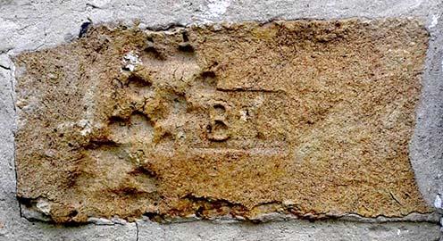 BI monogramos beépített tégla napjainkban
