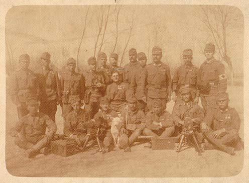 Géppuskások csoportképe Bertha Gyula hagyatékából