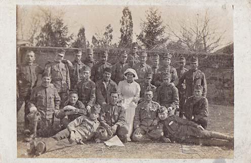 Kórházi csoportkép Bertha Gyula hagyatékából