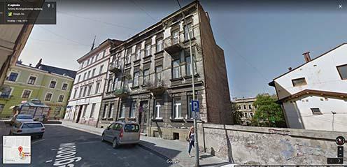 A fenti fotón látható két ház egy másik szögből, napjainkban, a Legionów utcában