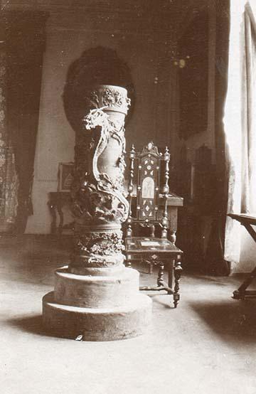 Kastélybelső; dr. Bertha Gézáné látogatóban férjénél Galíciában
