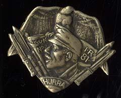 Il kappenabzeichen dell'imperial-regio reggimento di fanteria N° 81 con il grido di battaglia