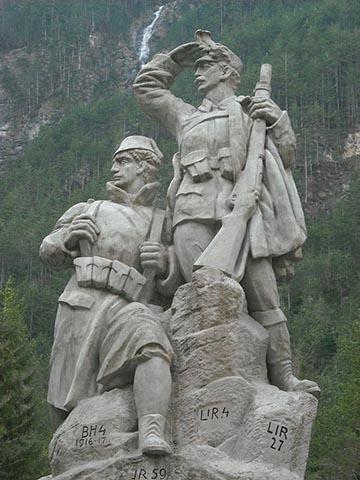 A Monarchia bosnyák csapatokról is megemlékező emlékműve a szlovéniai Log pod Margantom-ban