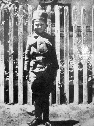 Momčilo Gavrić, gyermek a szerb hadsereg egyenruhájában