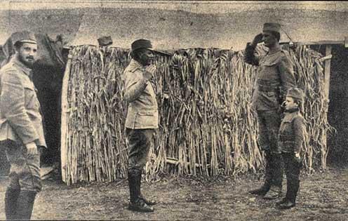 Gavrić ezredparancsnokának tiszteleg