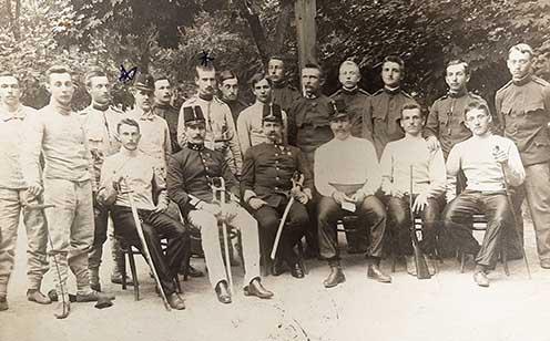 Antal a fotón az ülő sorban jobbról a második