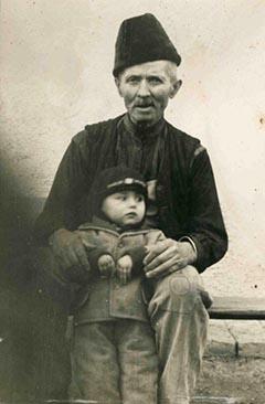 Az egykori 29-es katona dédunokájával, Andrással 1957-ben vagy 1958-ban