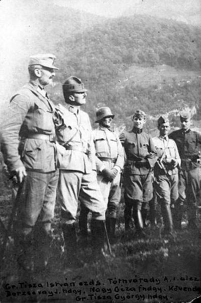 Csoportkép Tisza Istvánnal a harctéren