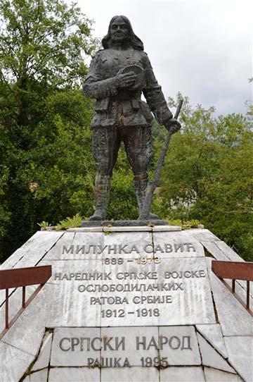 Milunka Savić 1995-ben Jošanička Banjában (Szerbia) felállított szobra