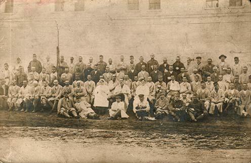 A jägerndorfi hadikórházban ápolt sebesültek egy csoportja, köztük Novák István is