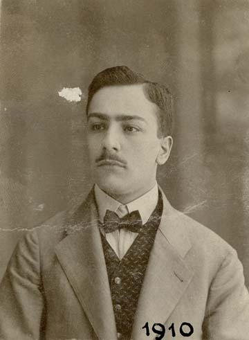 A kép apámat ábrázolja húszéves korában.