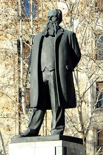 Nikola Pašić 1998-ban emelt belgrádi szobra