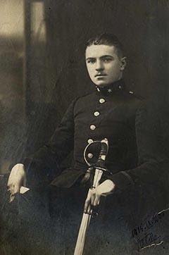 Péczely Attila egyéves önkéntes címzetes főtüzérként, 1915 szeptemberében