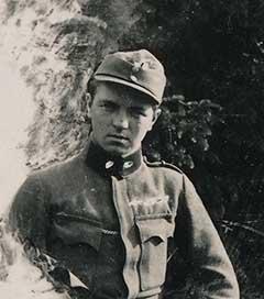 A fronton, tüzér hadnagyként