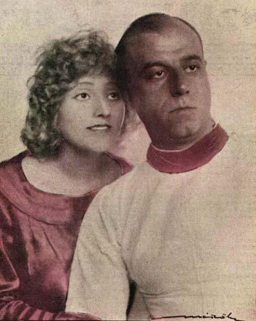 Az ifjú pár Párizsban készült képe