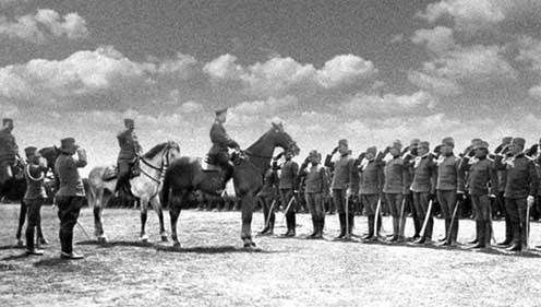 Miklós cár megszemléli a Szerb Önkéntes Hadtest csapatait