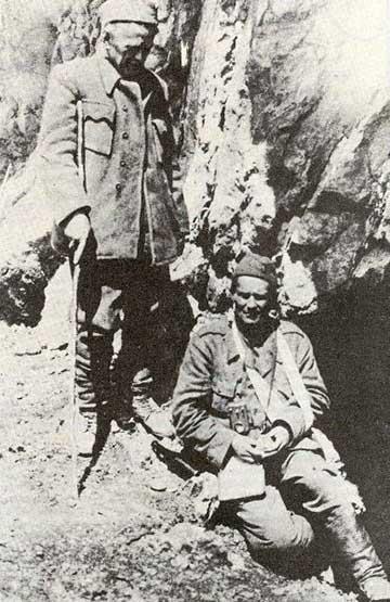 A sebesült Tito 1943 júniusában Ivan Ribar társaságában