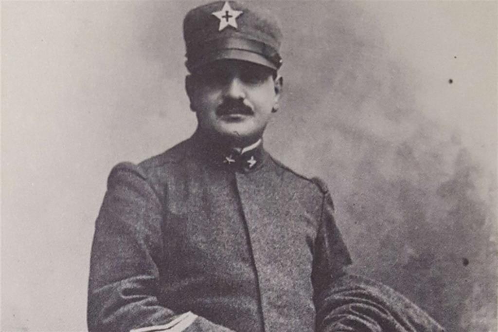 Roncalli hadnagy tábori lelkészi egyenruhában