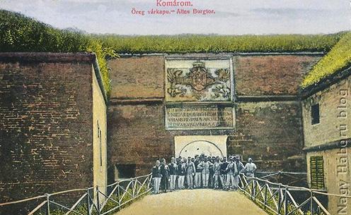 A komáromi Öregvár kapuja korabeli képeslapon