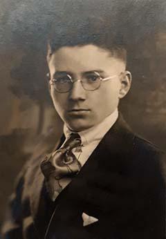 Gondos Zoltán portréja az iskolai évkönyvből