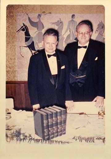 A Gondos-fivérek (Viktor és Zoltán) 1961-ben, az American Military Institute díszvacsoráján