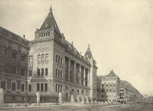 Az 1909-ben felavatott Műegyetem központi épülete a rakparton