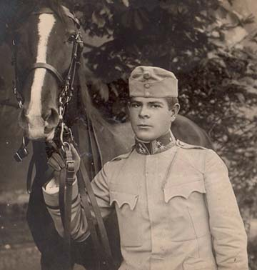 Csanády György a lovával