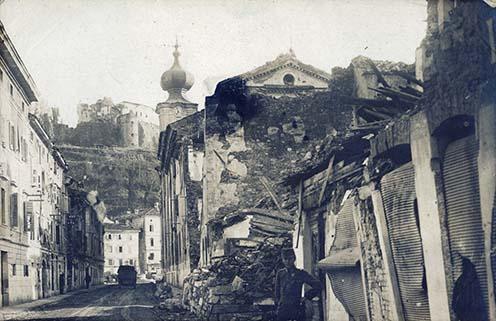 Görz (Gorizia) Via Scuole, Piazza Grande, Castello, 1918. augusztus 2.