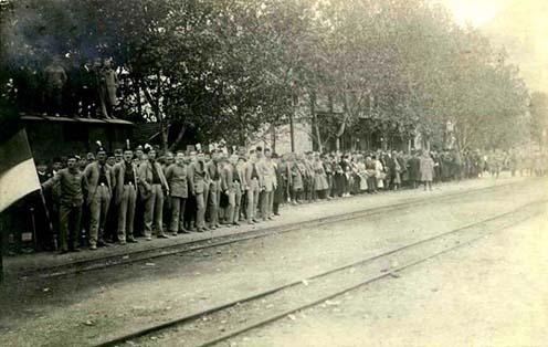 A szerb csapatokat fogadják Trebinjében (Bosznia-Hercegovina) 1918. november 13-án