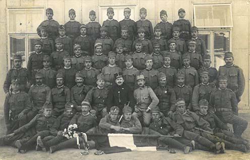 Horváth Lajos és katonatársai a frontra indulás előtt