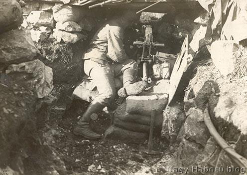 Osztrák-magyar géppuska tüzelő állásban az olasz fronton