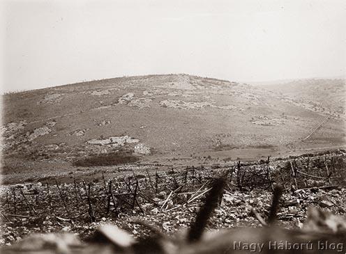 A leírt események helyszíne: a Monte Cosich előtti völgy az olasz állások irányából
