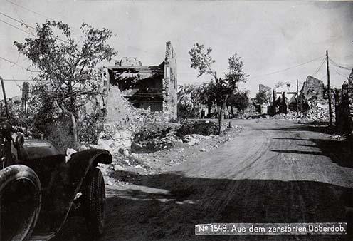 Az események helyszíne, a romos Doberdó falu a háború idején