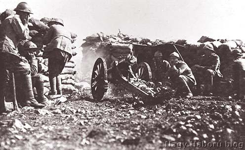 Az előző képen látott olasz ágyú elsütésének a pillanata