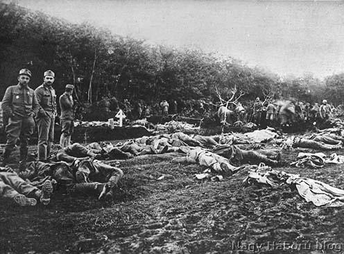 Temetésre váró osztrák-magyar hősi halottak a Doberdón